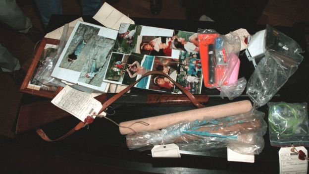 Objetos hallados en la casa de Romand.
