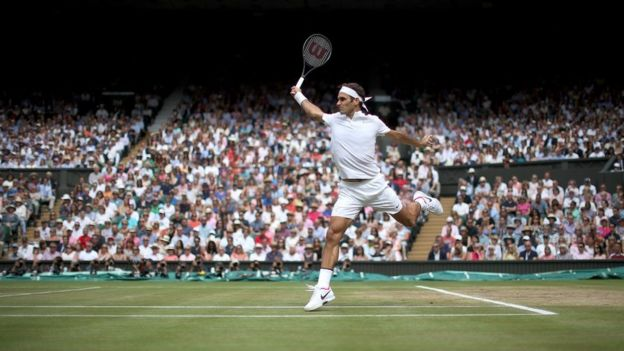 Roger Federer en la final de Wimbledon de 2017.