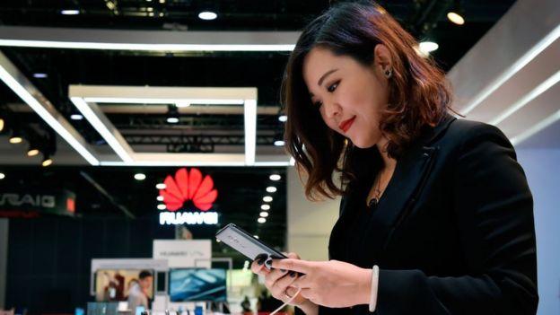 Ông Trump đã khơi mào một cuộc chiến thương mại với Bắc Kinh, cấm Huawei được vào mạng 5G của Hoa Kỳ