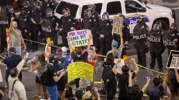 Protesta en Phoenix contra Trump