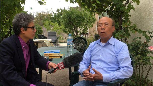 Ông Nguyễn Gia Kiểng (phải)