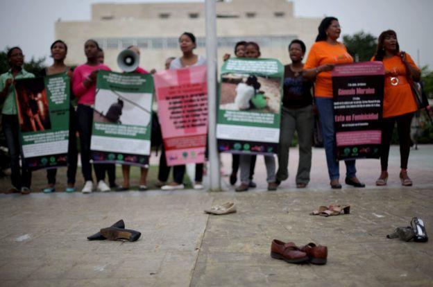 Protesta por feminicidios en Puerto Rico. (Foto: Familia Peguero)
