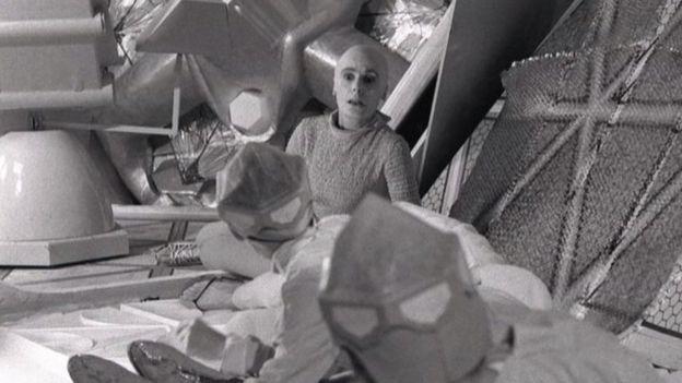 """Ивонн Митчелл в роли Вашти в британской телеэкранизации """"Машина останавливается"""" 1966 года"""