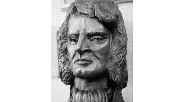 Una estatua de Robert Hooke