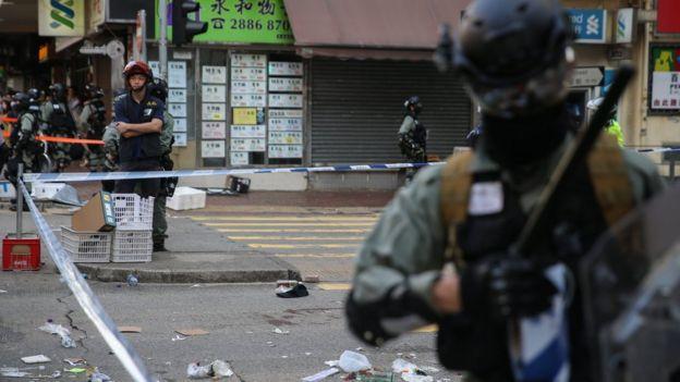 防暴警察在香港西湾河发生枪击事件位置戒备(11/11/2019)