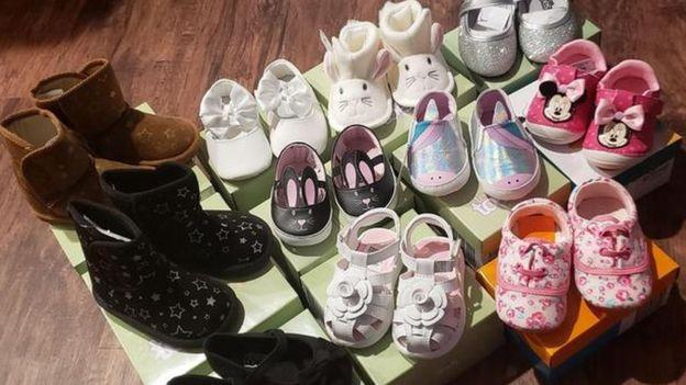 خانم تریت همه ۲۰۴ جفت کفش را به سیلزدگان اهدا کرده است
