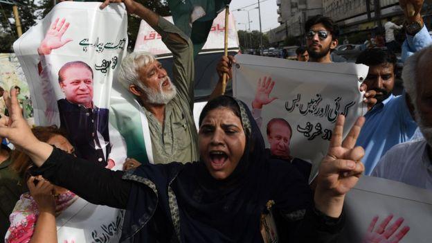 Pakistan ex-PM Nawaz Sharif given 10-year jail term - BBC News