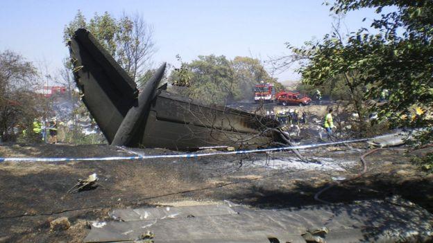 Parte de la cola del avión de Spanair que se estrelló el 20 de agosto de 2008 en el aeropuerto de Madrid Barajas poco después de despegar.
