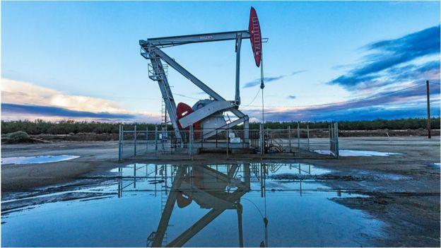 石油是全球最赚范思哲西装钱的产业之一,大量的股息分红进入普通人的退休金账户。