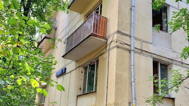 У Ирины в квартире были установлены дорогие деревяные оконные рамы. Сейчас в квартире их нет