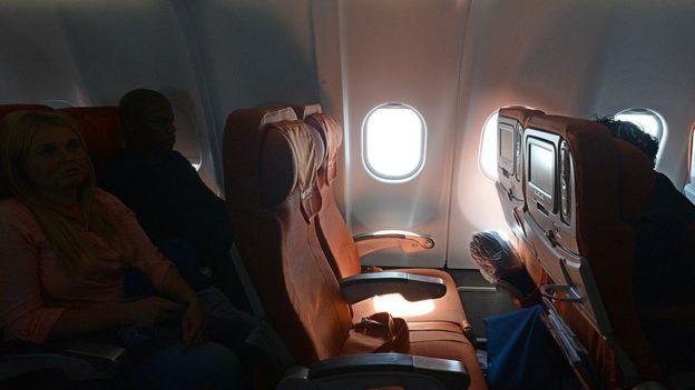 Un avión de Aeroflot espera para despegar en un aeropuerto de Moscú