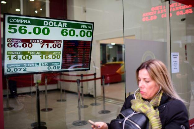 Casa de câmbio mostra cotação do dólar