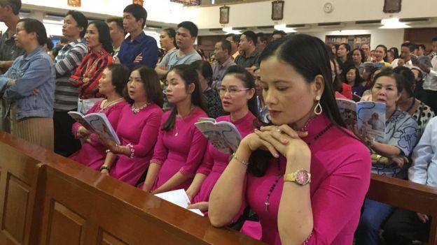 Khoảng 1000 giáo dân Việt Nam cầu nguyện tại nhà thờ St. DonBosco ở Bangkok hôm 20/11 nhân chuyến thăm Thái Lan của Giáo Hoàng Francis