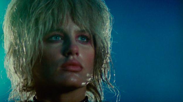 Daryl Hannah como Pris