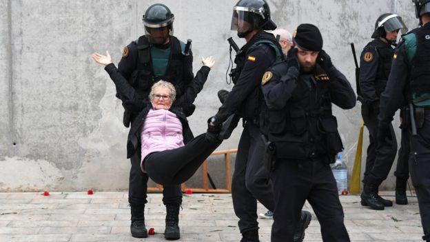 Barcelona polisi müdahale