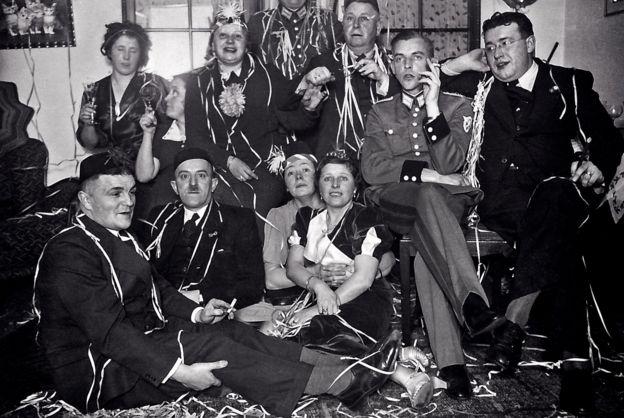 Festa de ano novo em 1938 na casa dos Niemann