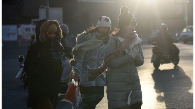 在單身潮下,中國的許多單身女性一直承受著來自家人的壓力和社會的歧視。