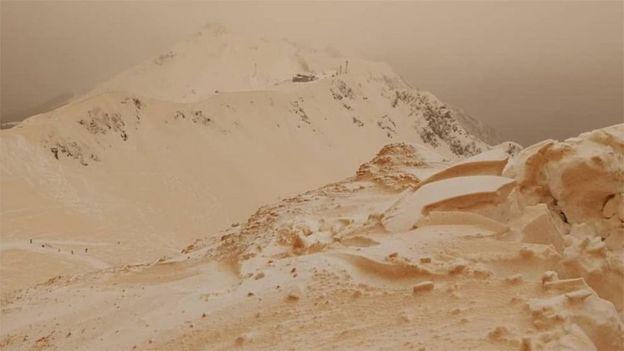 عکسخبر؛ 'برف نارنجی' اروپا را شگفتزده کرد
