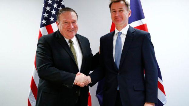 جرمی هانت، وزیر خارجه بریتانیا پس از سفر ناگهانی آقای پومپئو به اروپا، به استقبال وزرای خارجه آمریکا رفت