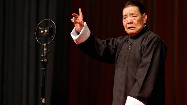 Shan Tianfang during a 2010 radio performance