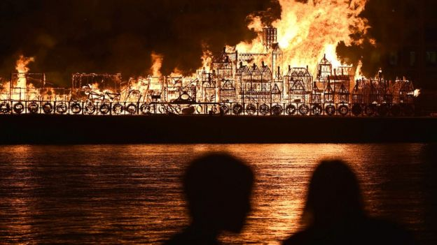Great Fire Of London Retold With Wooden Replica Blaze Bbc News