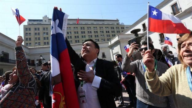 Chilenos festejan el fallo.