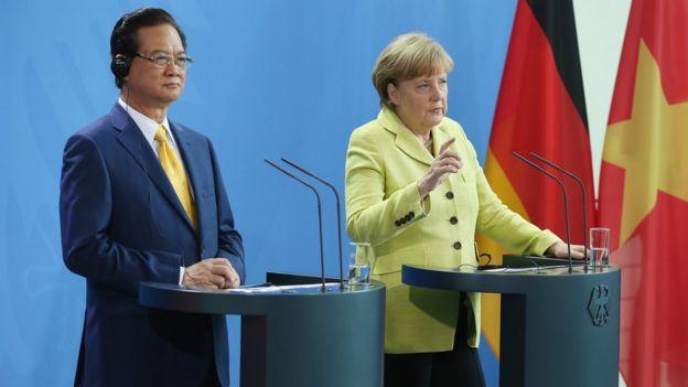 Thủ tướng Đức Angela Merkel và cựu Thủ tướng Việt Nam Nguyễn Tấn Dũng tại một cuộc họp báo ở Berlin năm 2014