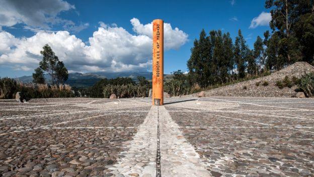 A linha do Equador marca a divisão entre os hemisférios norte e sul.