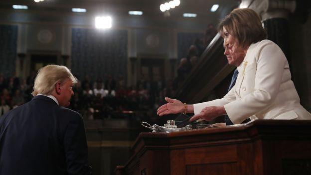 Donald Trump y Nancy Pelosi en el discurso del Estado de la Unión