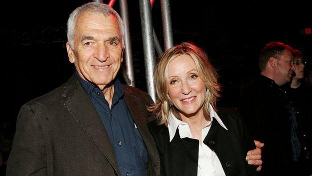 """Alvin Sargent, accompagné de sa compagne Laura Ziskin en 2007 lors de la première de """"Spider-Man 3"""" au Kaufman Astoria Studios à New York."""