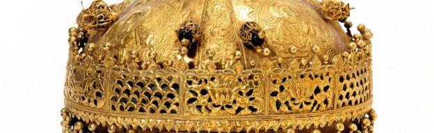 Musée V&A, exposition Maqdala 1868 : Couronne, or et cuivre doré avec perles de verre, pigment et tissu, fabriqué en Ethiopie, 1600-1850