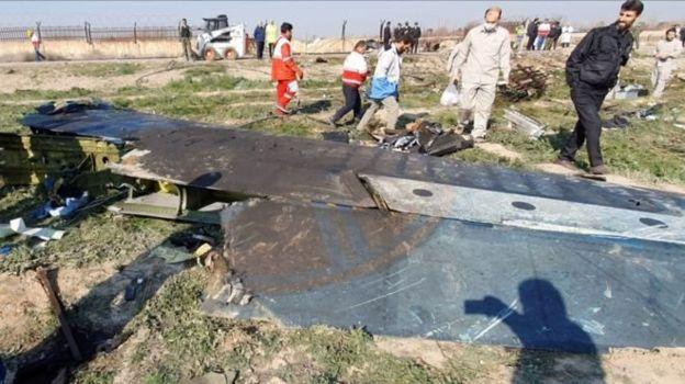 Düşürülen yolcu uçağının enkazı
