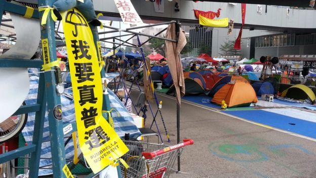 香港雨傘運動示威金鐘佔領區一景(BBC中文網資料圖片)