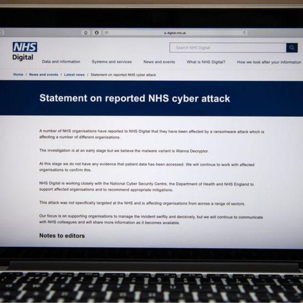 pantalla de computador con comunicado de NHS