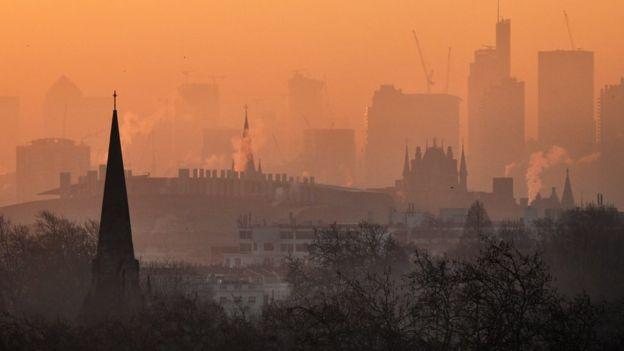 लण्डनबाट देखिएको प्रदूषणको दृश्य