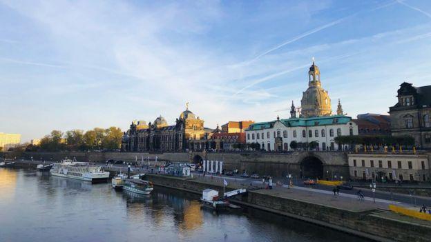Centro de Dresde con el río Elba en primer plano.