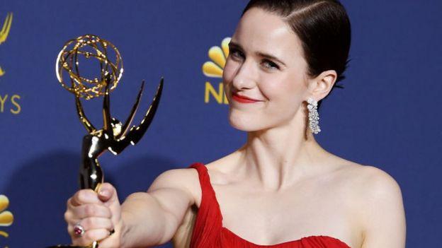 Rachel Brosnahan se llevó el premio como mejor actriz principal de una serie de comedia.