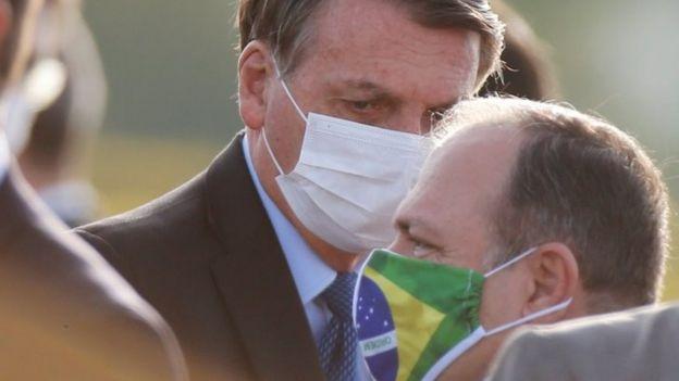 Jair Bolsonaro com o ministro da Saúde, Eduardo Panzuello