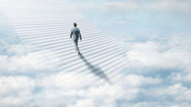 Hombre yendo al cielo