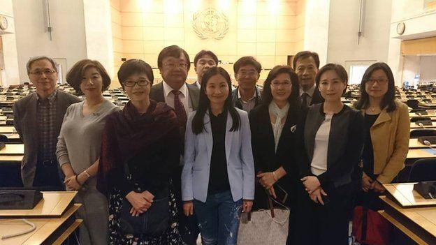 立法院各党团推派的世界卫生大会视导团20日下午前往万国宫参观。