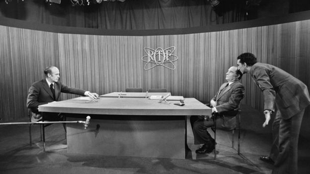 Valéry Giscard d'Estaing (L) and François Mitterrand before the debate on 10 May 1974