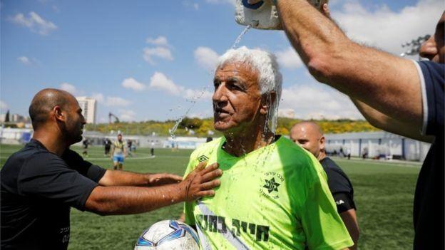 مسنترین فوتبالیست جهان