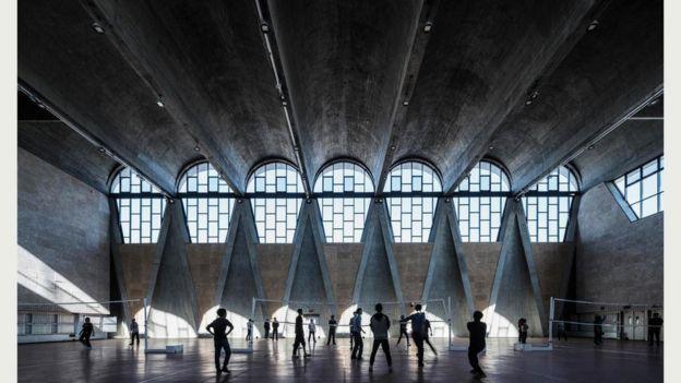 Здание спортзала университета в городе Тяньцзинь