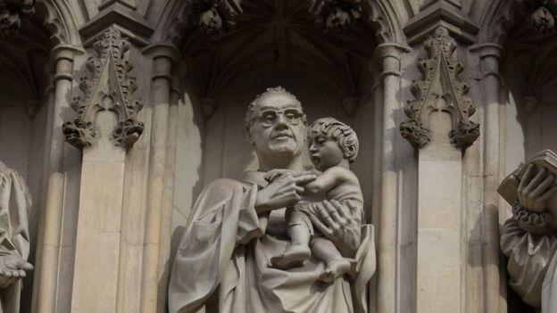 Estatua de monseñor Romero en Westminster