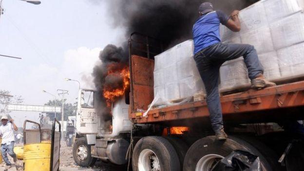 Un camión se incendia en la frontera
