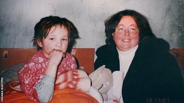 Маленька Оксана Мастерс та її названа матір
