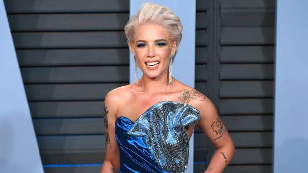 Halsey: Singer speaks about tour miscarriage trauma - BBC News