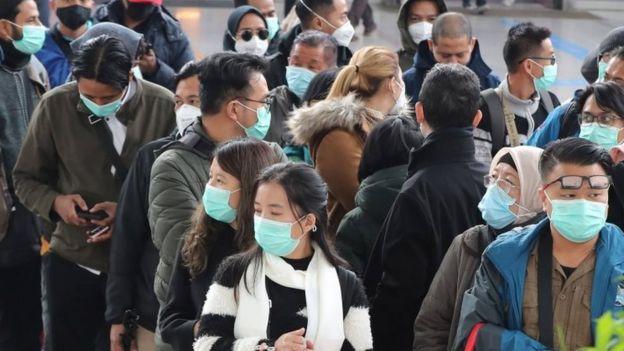 Personas en Corea del Sur con mascarillas