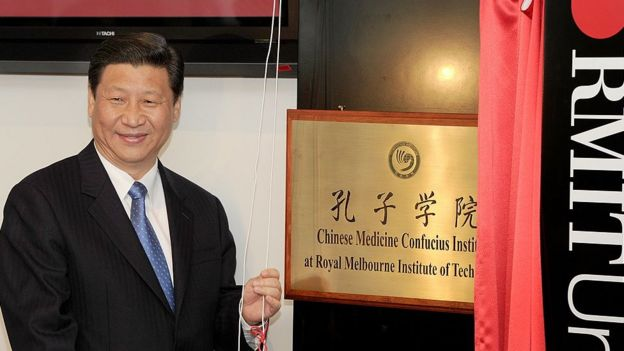 President Xi unveiling a plaque for the Chinese Medicine Confucius Institute at the Royal Melbourne Institute of Technology