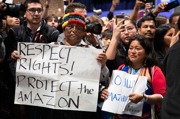 Indígenas protestan contra la explotación petrolera en el Amazonas